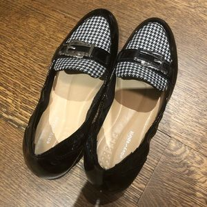 Easy Spirit patent leather style loafers-like new